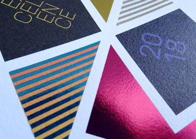 Rilievo serigrafico con lamina e colori pantoni
